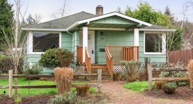 NEW LISTING: Adorable & Affordable Lakeridge Home With Many Updates